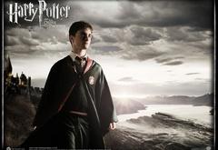 Гарри у стен Хогвартса