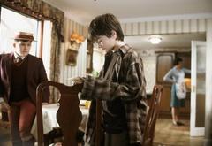Гарри рассматривает первое письмо из Хогвартса