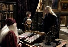 Гарри, Дамблдор и Люциус Малфой в кабинете директора