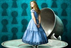 Алиса размером с чашку