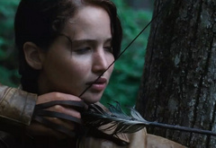 Китнисс охотится в лесах