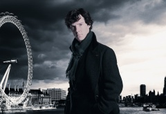 Шерлок на фоне Лондона