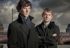 Шерлок и Джон на фоне пасмурного неба