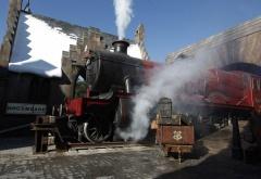 Хогвартс-экспресс на станции в Хогсмиде